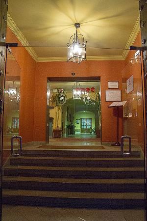 Hotel Puerta de la Villa: Entrance