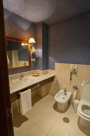 Hotel Puerta de la Villa: Bathroom