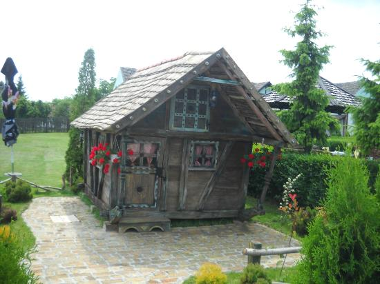 Jelen Salas: Farrytale cottage