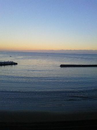 Meijikan: ホテル前の砂浜