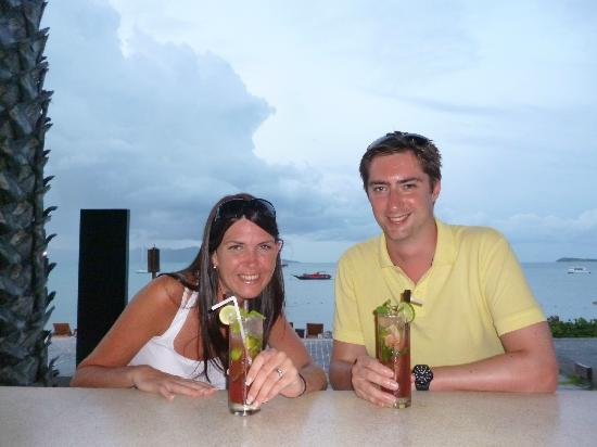 Hansar Samui Resort: At the bar!