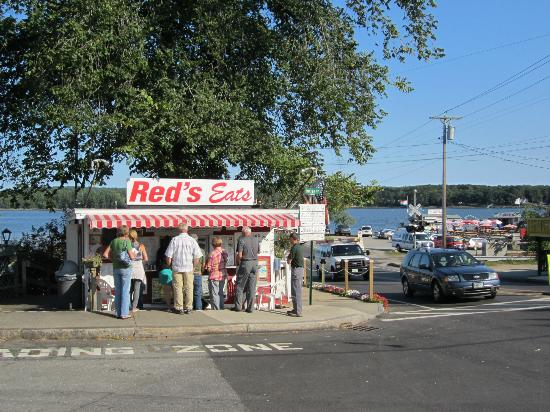 Red's Eats: Read's Eats with the river in the background