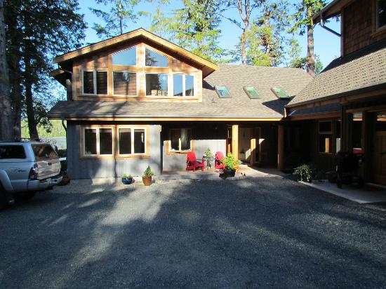 Black Bear Guesthouse: Front of the B&B