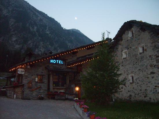 Hotel La Barme : L'entrata dell'hotel