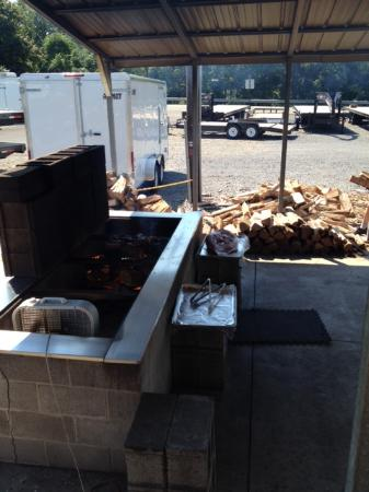 Clem's Roadside Bar and Grill: The wood fired BBQ pit.