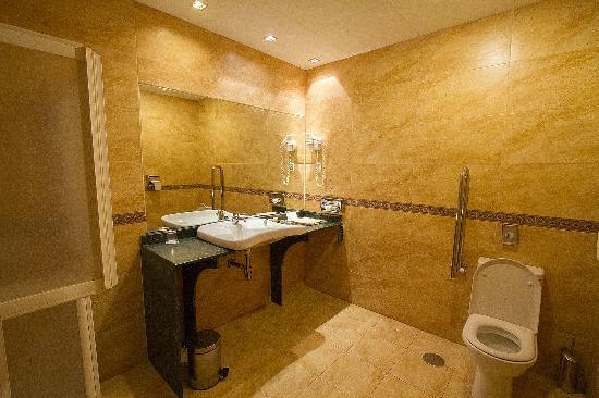 Senator Cadiz Spa Hotel: Bathroom