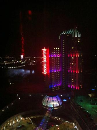 Hilton Niagara Falls/Fallsview Hotel & Suites: night view