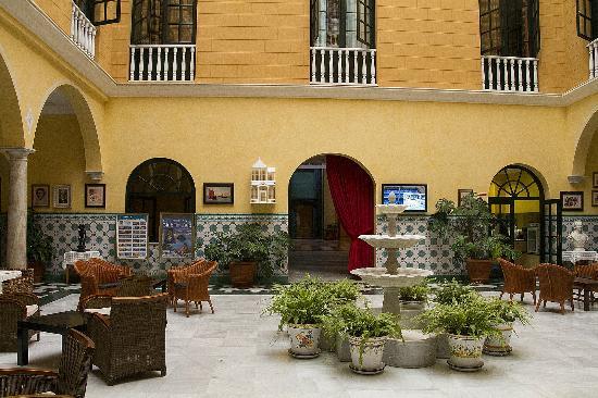 Senator Cadiz Spa Hotel: Reception area