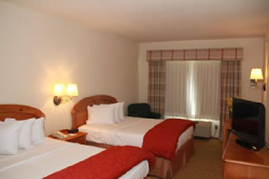 Baymont Inn & Suites Waunakee: Deluxe Room with 2 Queen or Double Beds
