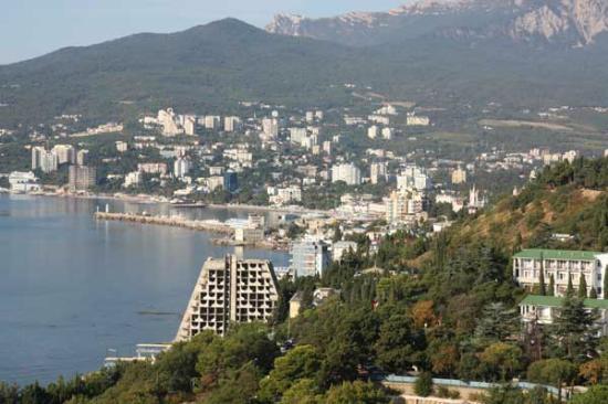 Yalta Intourist Hotel: Vista del lungomare di Yalta dalla camera