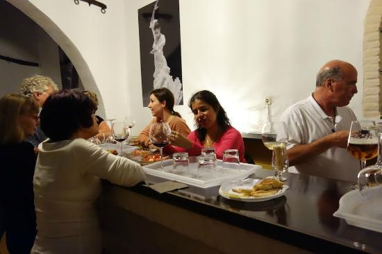 Esencia: Tapas and wine after the performance