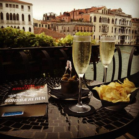 Hotel Palazzo Barbarigo Sul Canal Grande: Prosecco and the Grand Canal