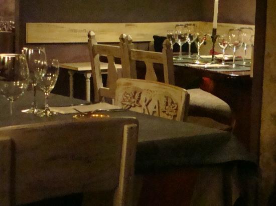 KANDAHAR Restaurante: Detalhe das cadeiras e taças