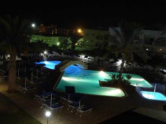 Seagull Apartments: pool 3