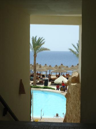 Sharm Plaza Hotel: first view of the beach