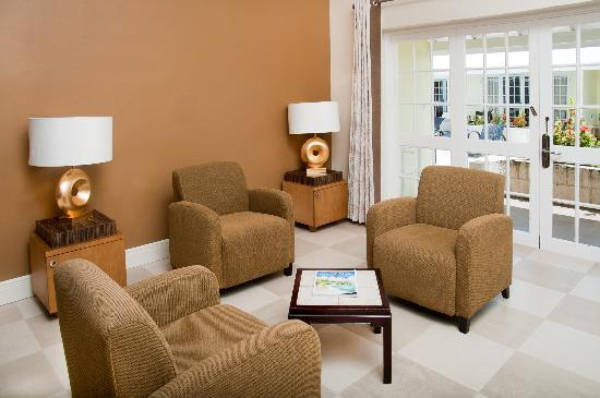 Island Inn Hotel: Junior Suite Living Area