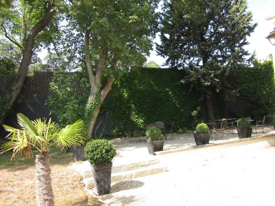 Demeure Saint Louis: Check out the owners' pics of the garden before the recent refurbishment!