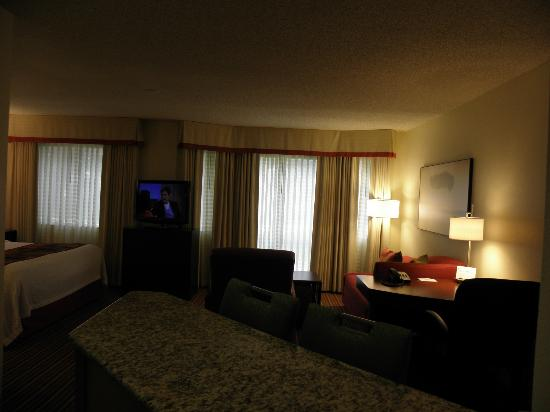 Residence Inn Cincinnati Blue Ash: Open, roomy floor plan