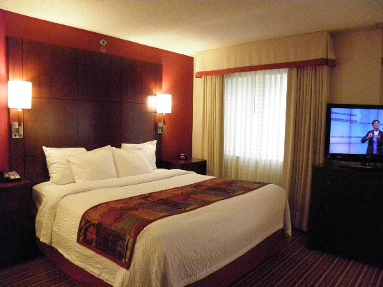 Residence Inn Cincinnati Blue Ash: RI has the best beds, too!  So cushy and cozy!