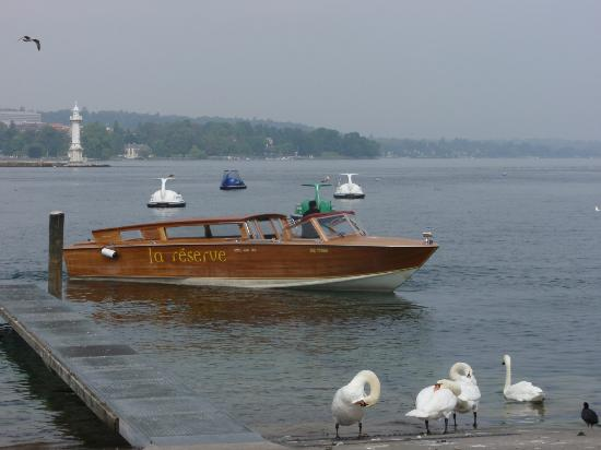 La Reserve Geneve Hotel & Spa: hotel boat