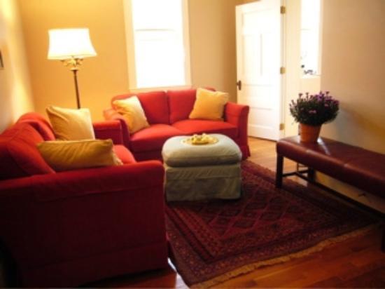 Colony House Bed & Breakfast: Den