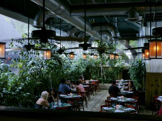 Perricone's Marketplace & Cafe : Gartenterasse