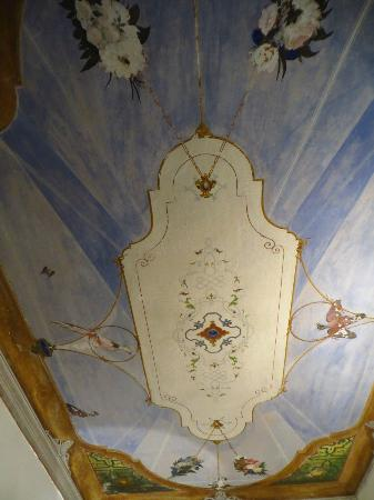 B&B Villa Adelaide: Original painting from over 100 years ago on the ceiling!
