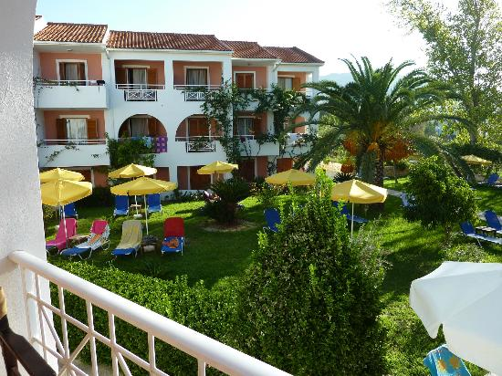 Bitzaro Palace Hotel: Well maintained grounds
