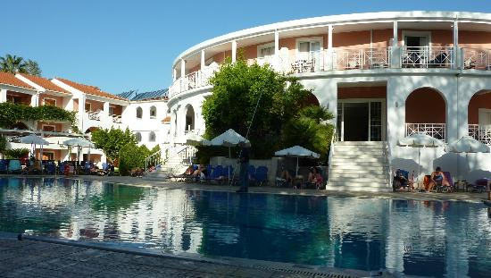 Bitzaro Palace Hotel: Pool area