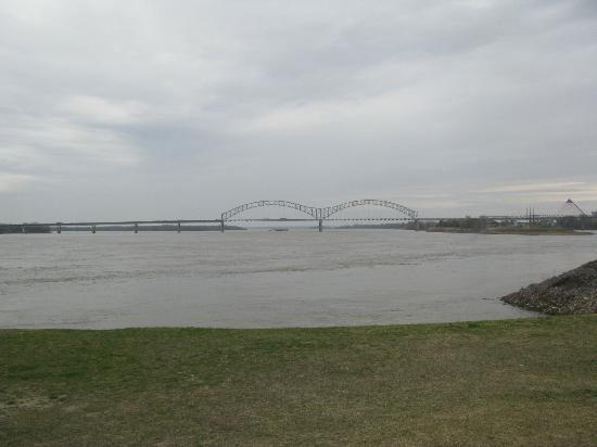 View of Mississippi River from Tom Lee Park