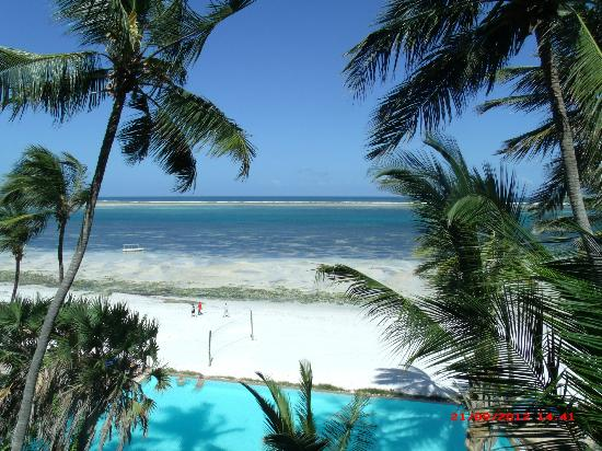 Voyager Beach Resort: What a view - white sandy powder beach