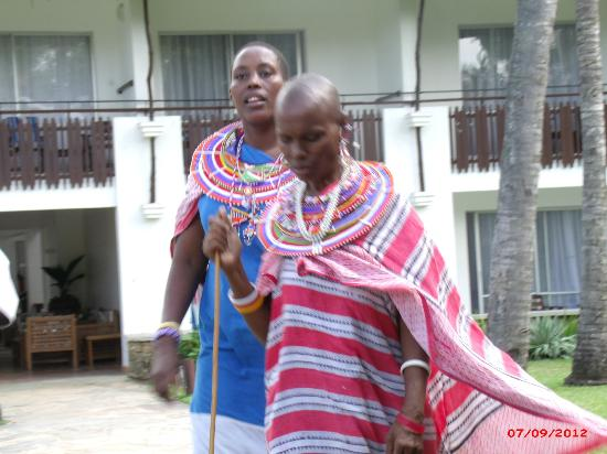 Voyager Beach Resort: Masai and their weekly stalls