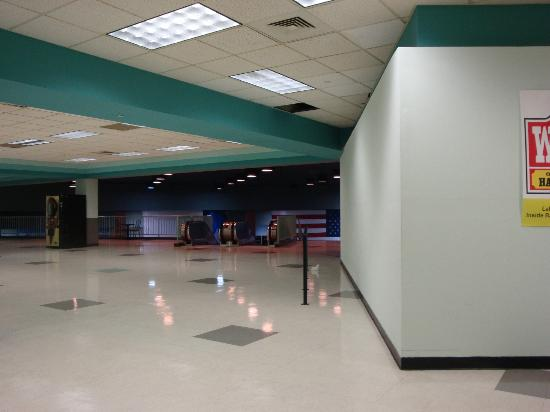 Gulf Greyhound Park: Entrance to Clubhouse seating