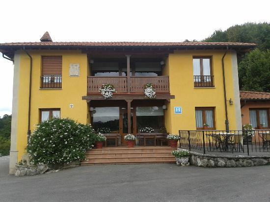 Hotel & Spa Villa de Mestas: Entrada del hotel