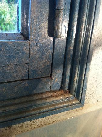 Mas du Cimai: Fenêtre salle de bains