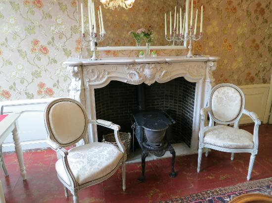 Next Door Bed & Breakfast: Gorgeous marble fireplace in dining room