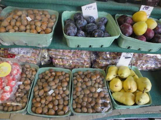 Fiddle Creek Fruit Stand: Local hazelnuts and plums