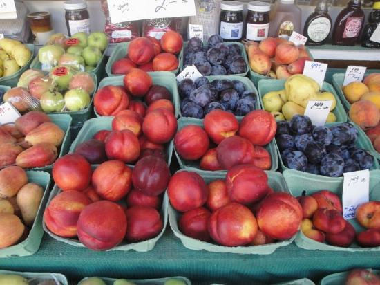 Lucile, ID: Fresh fruit section