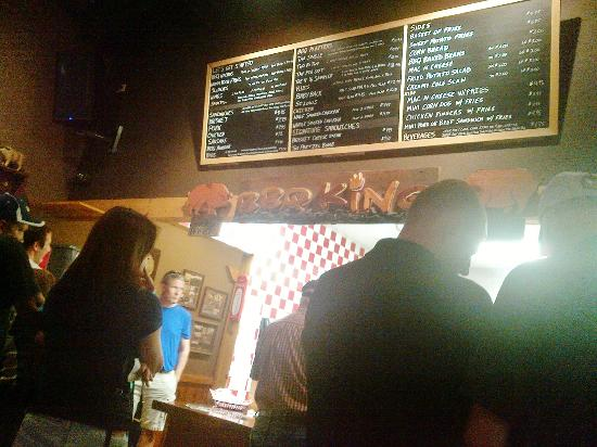 BBQ King Smokehouse: Just get the Pig Out