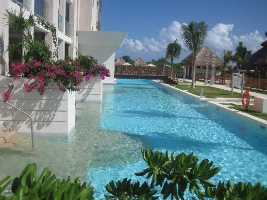 Paradisus Playa del Carmen La Perla: Pool/Beach area