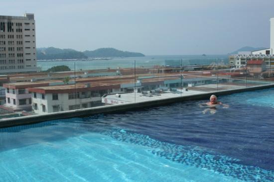 هورايزون هوتل: Infinity pool 