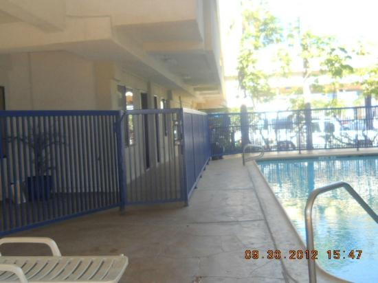 ‪‪Comfort Inn & Suites LAX Airport‬: gated pool‬