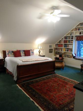 Rose Hill Manor: Room