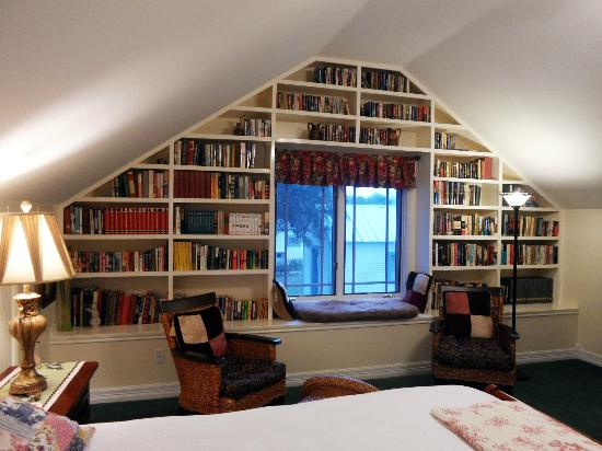 Rose Hill Manor: Books galore!