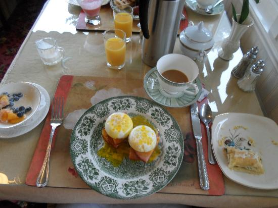 Rose Hill Manor: Eggs benedict