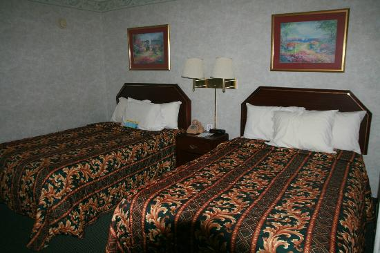 Days Inn by Wyndham Campton: The bed
