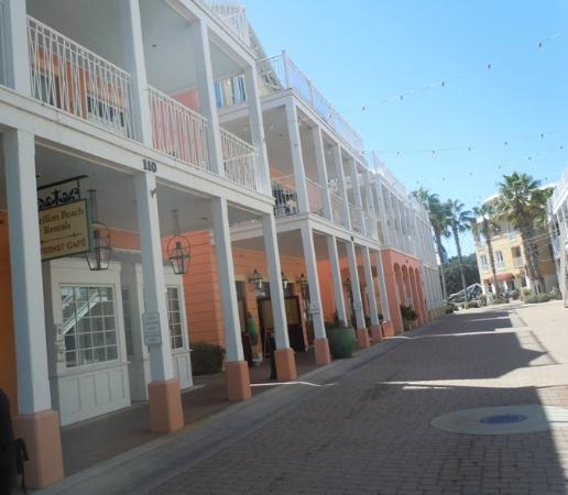 Carillon Beach Resort Inn: Carillon Market