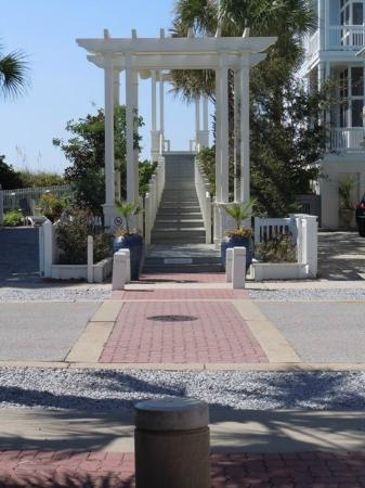 Carillon Beach Resort Inn: Walkover 7