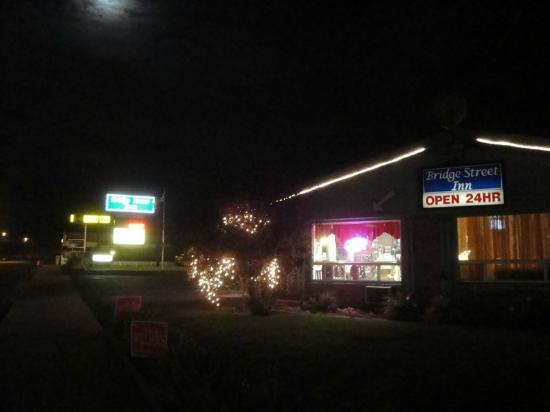 Bridge Street Inn: Quaint old school motel experience.
