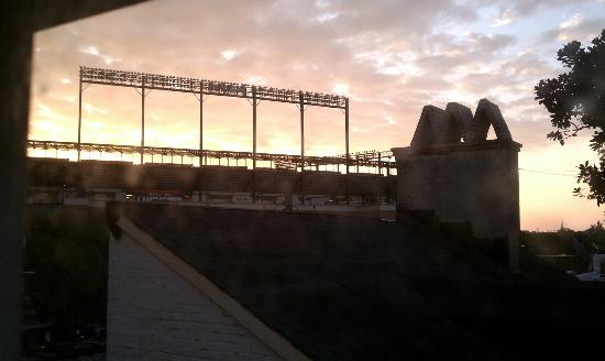Rachael's Dowry Bed and Breakfast: .Sunrise over Camden Yards from room